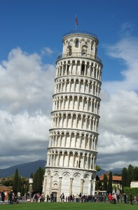 """""""Turnul din Pisa"""" by Saffron Blaze - Own work. Licensed under CC BY-SA 3.0 via Wikimedia Commons - https://commons.wikimedia.org/wiki/File:The_Leaning_Tower_of_Pisa_SB.jpeg#/media/File:The_Leaning_Tower_of_Pisa_SB.jpeg"""