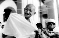 2 octombrie 1869 - S-a născut Mahatma Gandhi